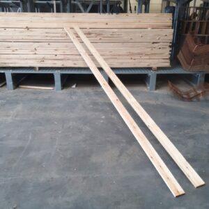 Houten planken zelfbouw bekisting